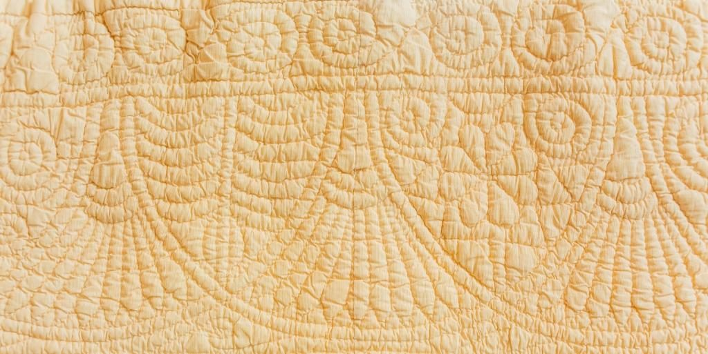 Arched design of hand-quilted border on Welsh quilt