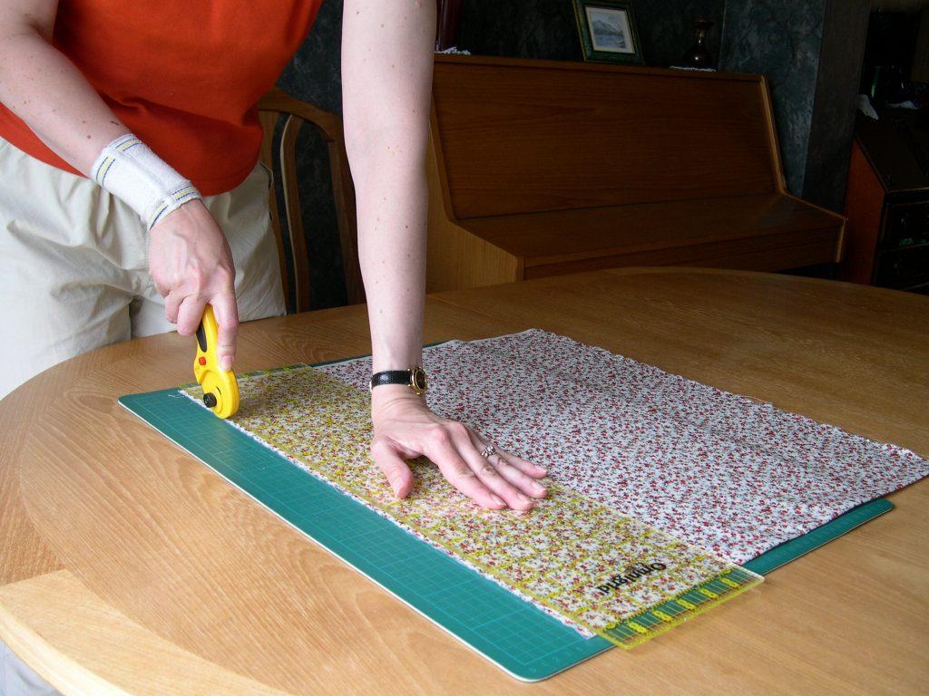 Cutting away fabric edge